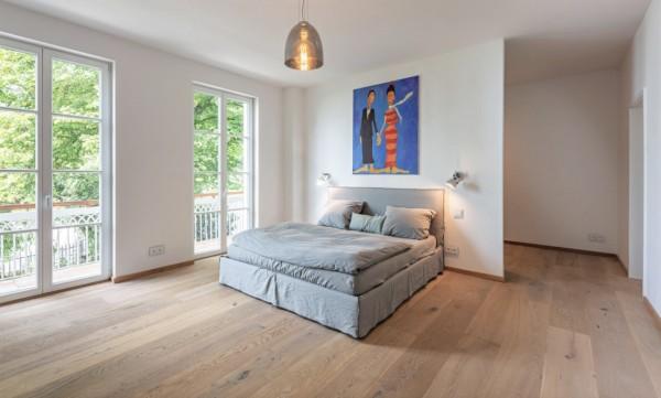 Eiche Schlossdielen Königin Elisabeth, Mehrschicht Aufbau, 15 x 250 x 2200 mm, gebürstet, gekalkt, supermatt weiß lackiert, Nut / Feder Verbindung
